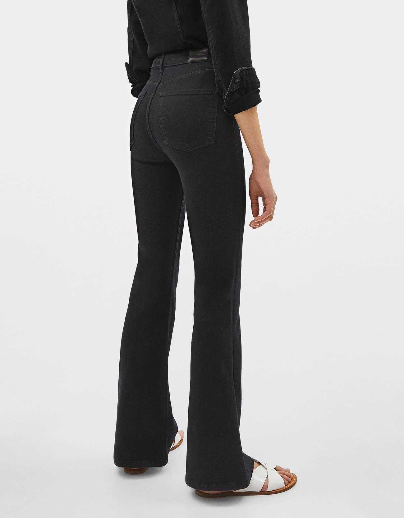 Расклешенные джинсы с высокой посадкой Черный Bershka
