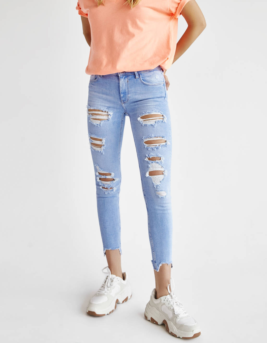 Ripped mid-waist jeans