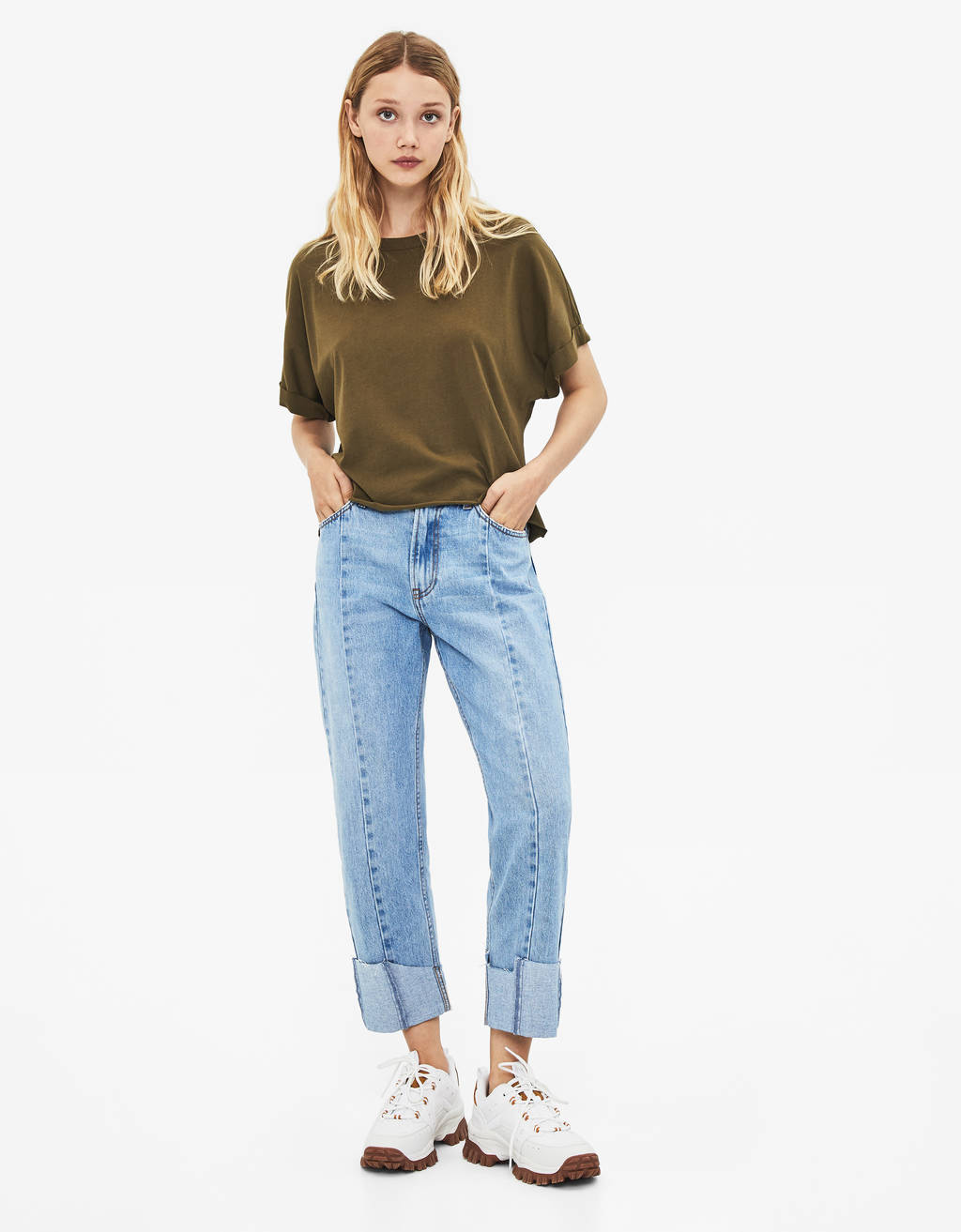 Straight jeans with turn-up hems