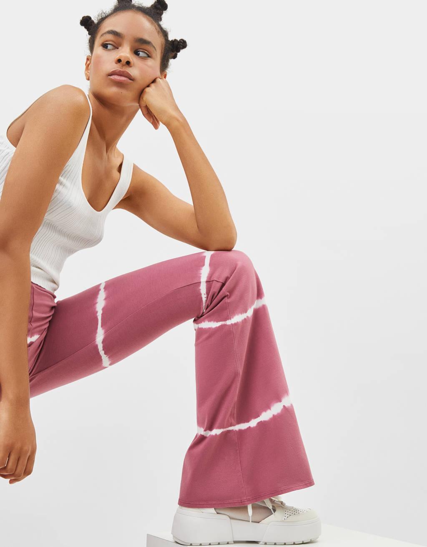 Batikos technika margintos platėjančios kelnės