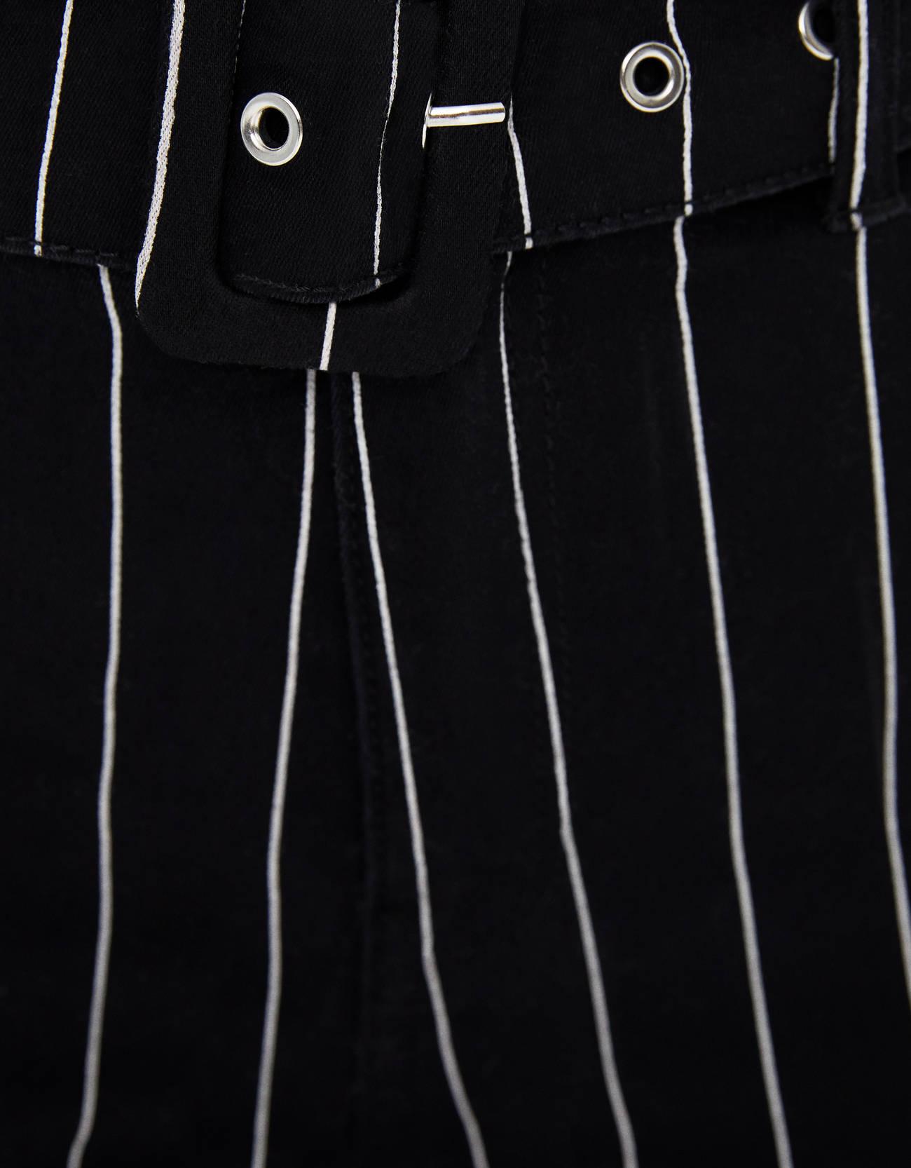 Брюки-джеггинсы с высокой посадкой и поясом Черный Bershka