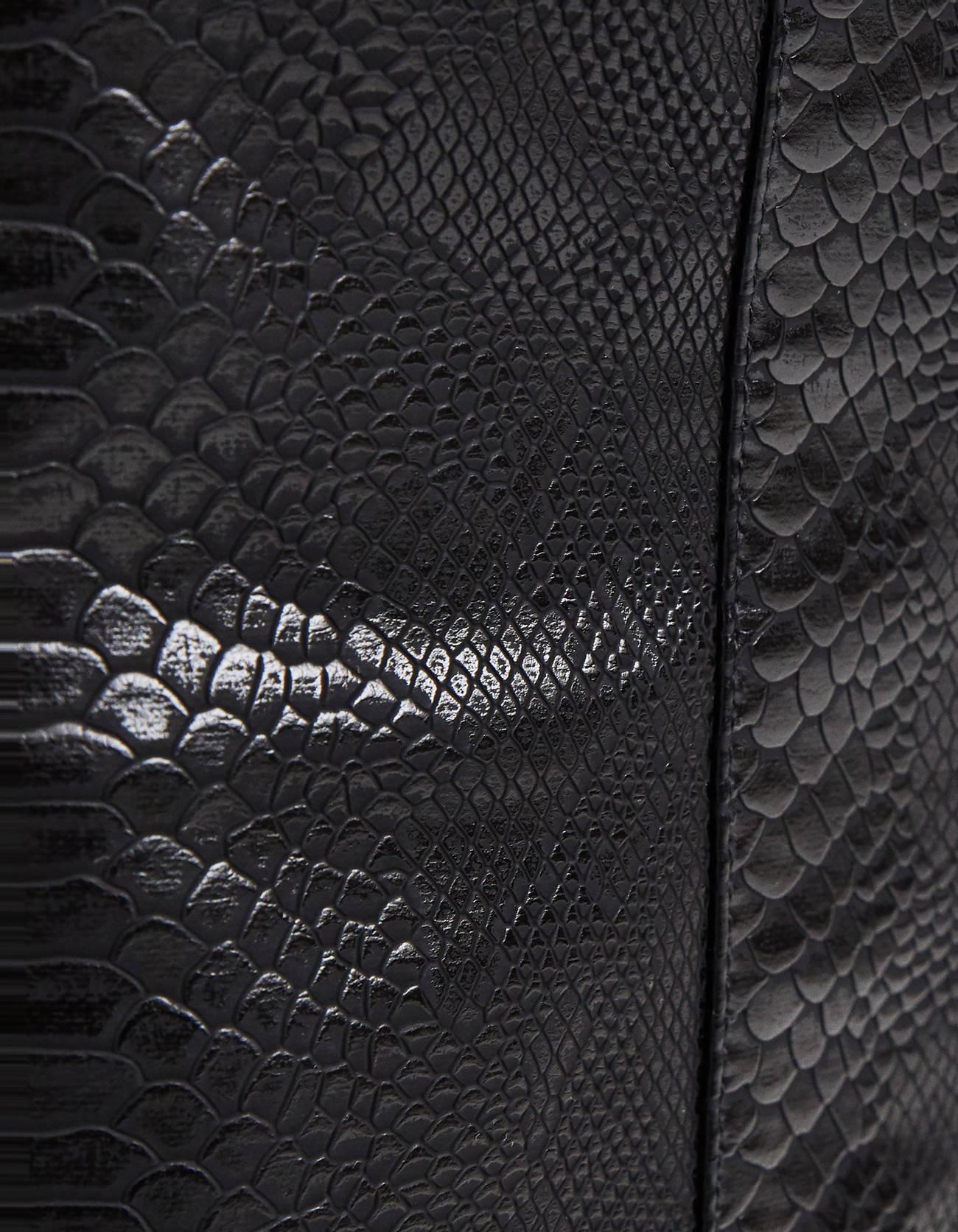 Юбка с тиснением под крокодиловую кожу Черный Bershka