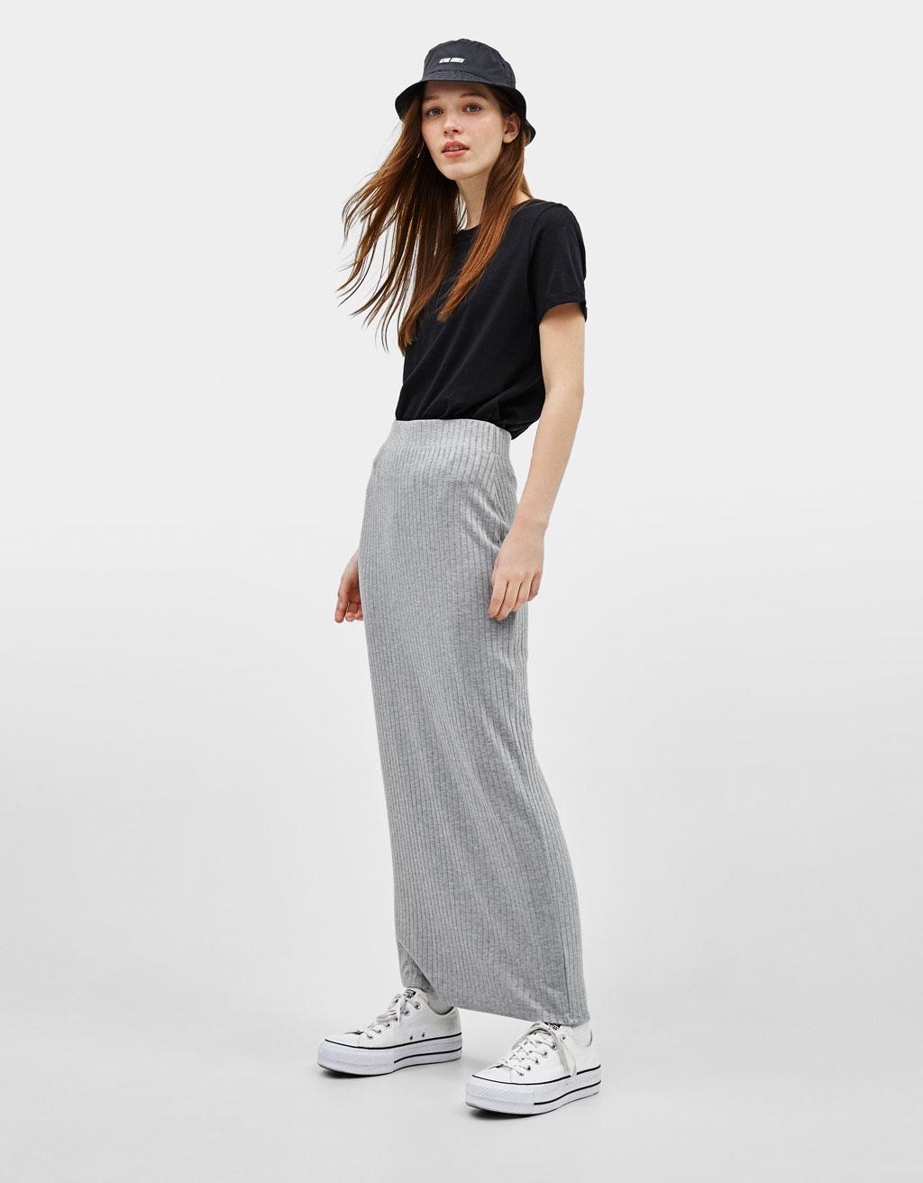 Falda larga de canalé