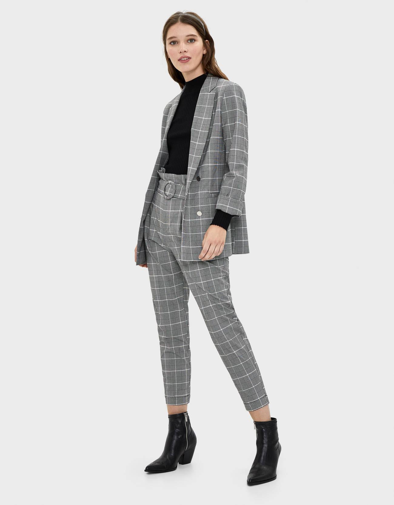 Пиджак с подворачивающимися рукавами длиной 3/4 Серый Bershka