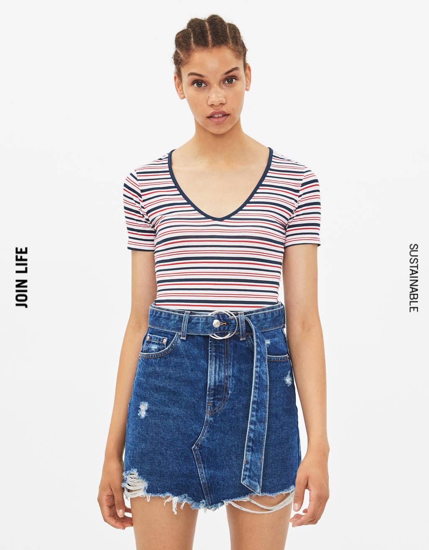 T-shirt extensible col en V