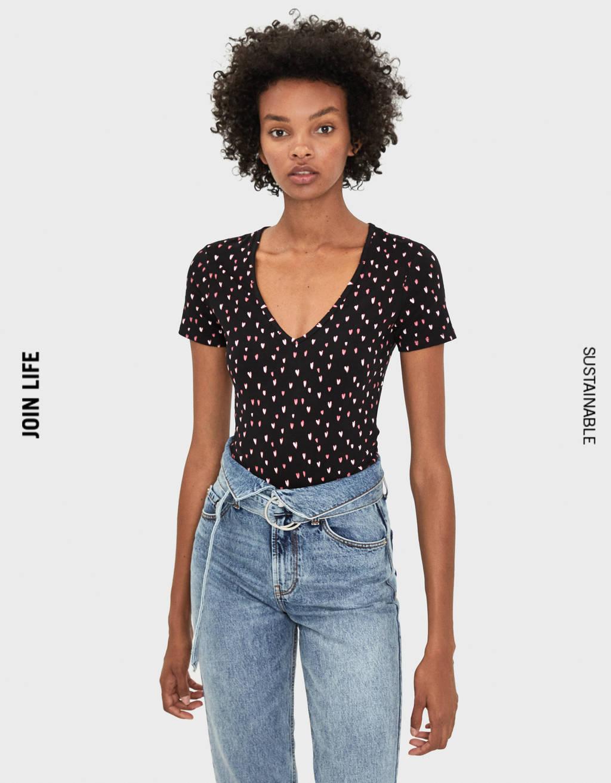 T-shirt elasticizzata collo a V