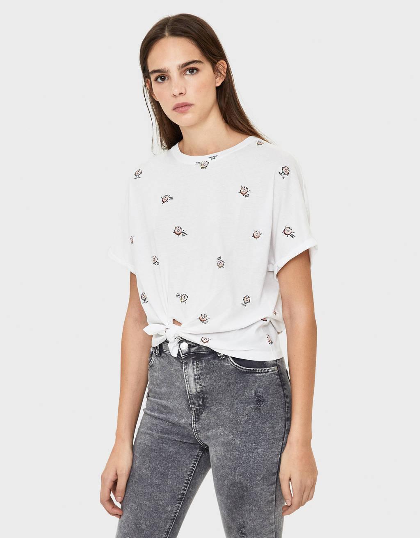 Maglietta con nodo sul davanti