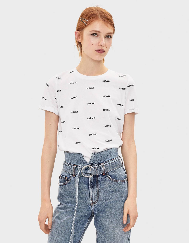 Majica s otisnutom porukom