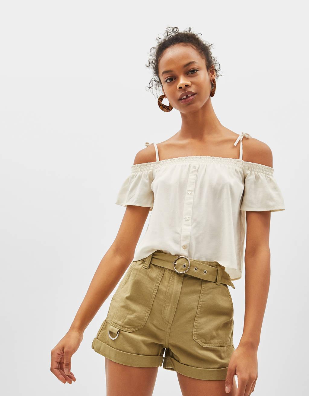 Short de lino con cinturón