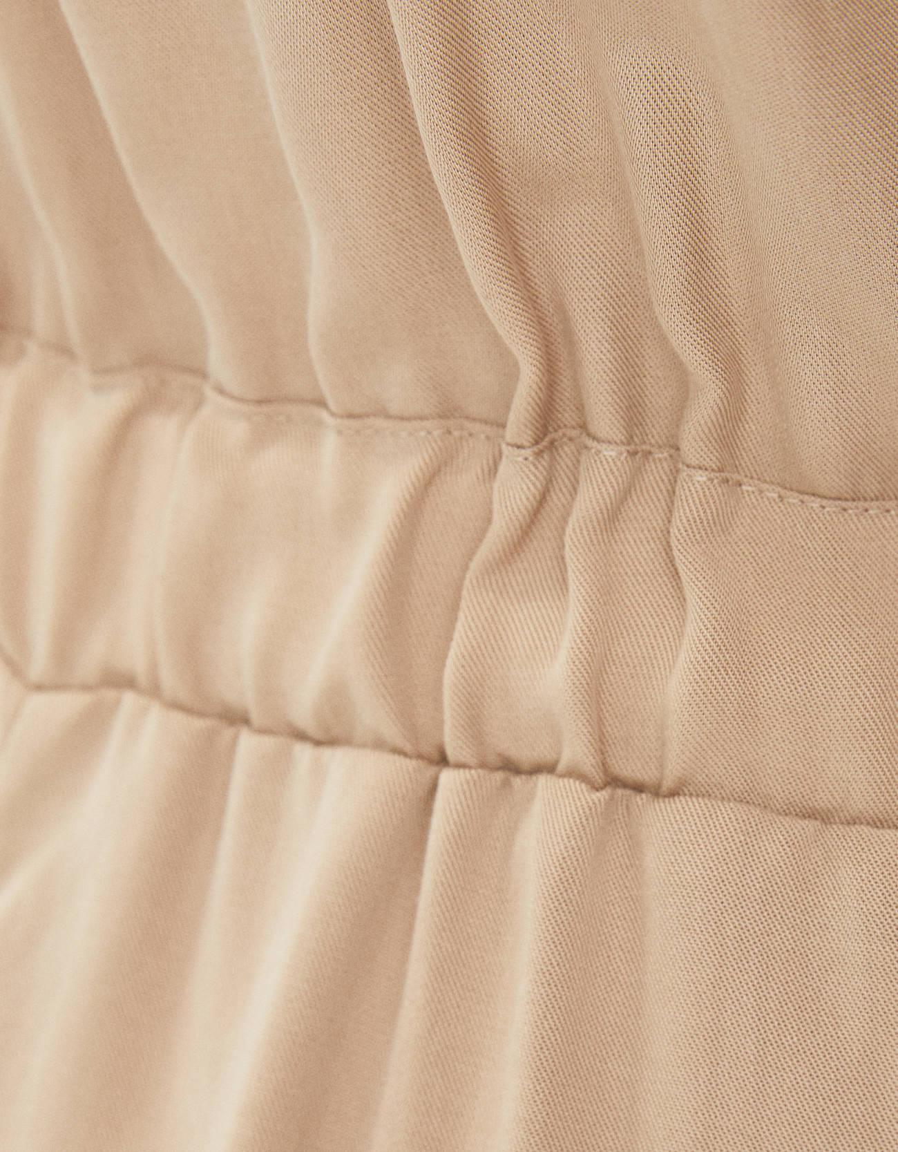 Короткий комбинезон из ткани ТЕНСЕЛ® с завязками ПЕСОЧНЫЙ Bershka