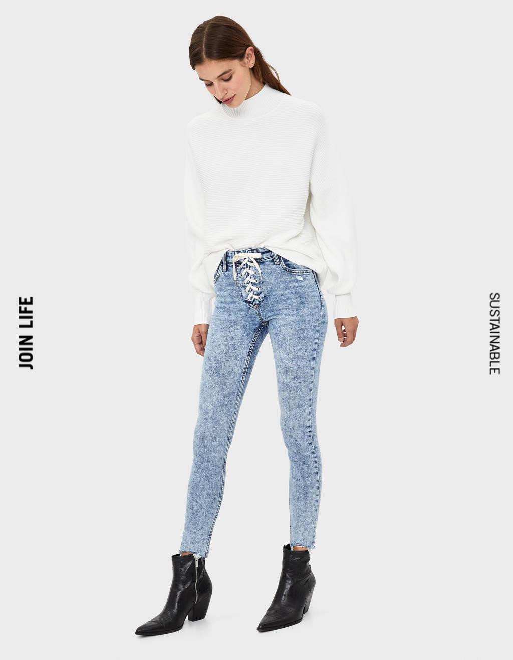 Jeans Skinny Fit com laçada