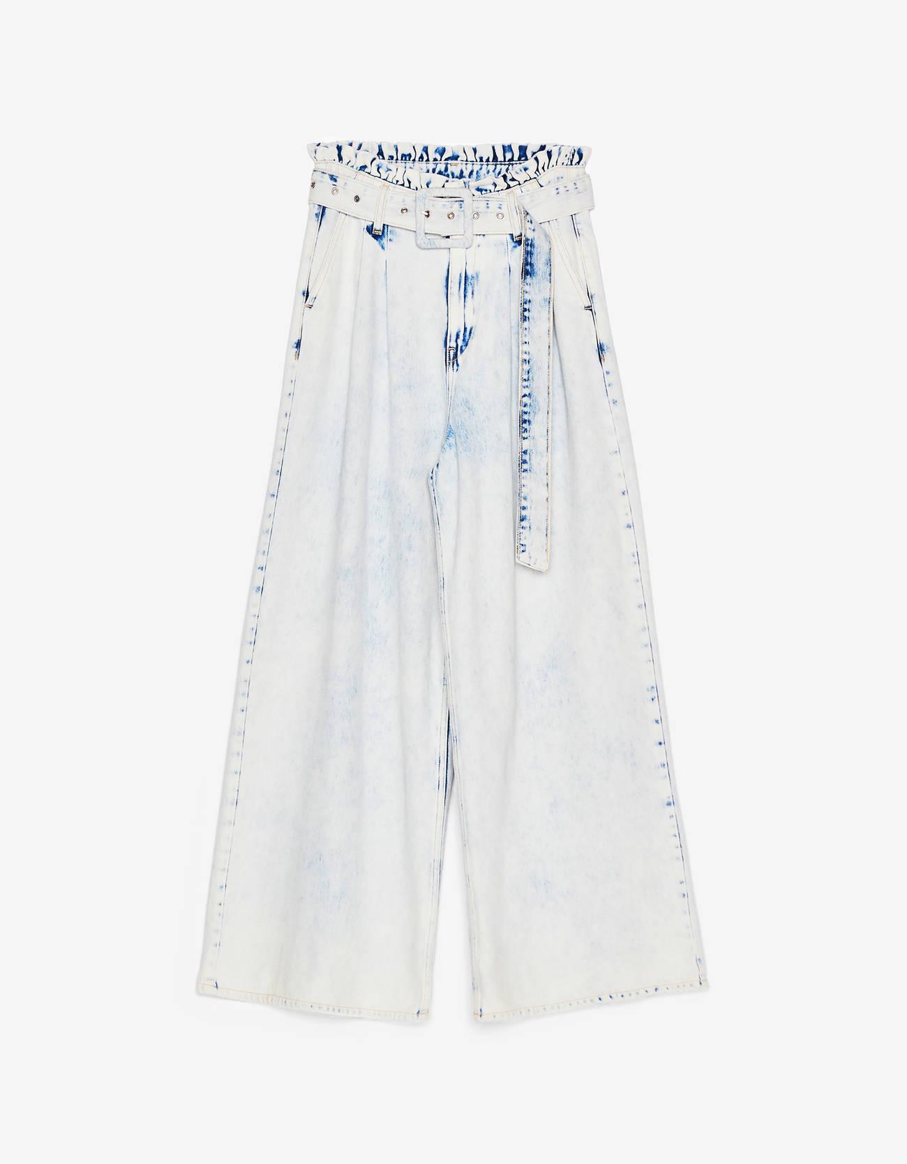 Широкие джинсы с поясом Голубой Bershka