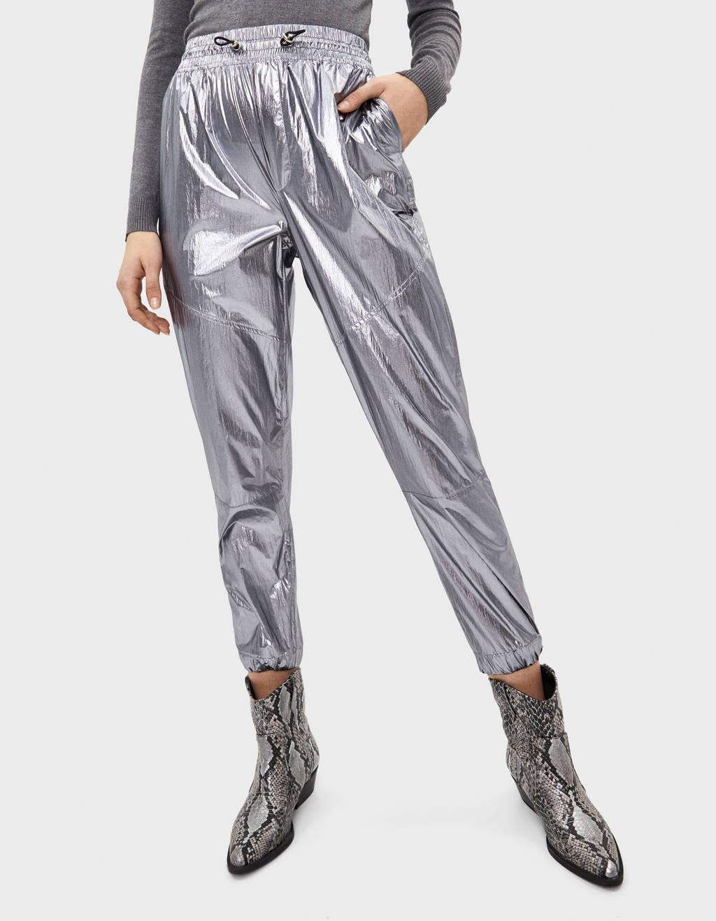 Pantalón jogger metalizado
