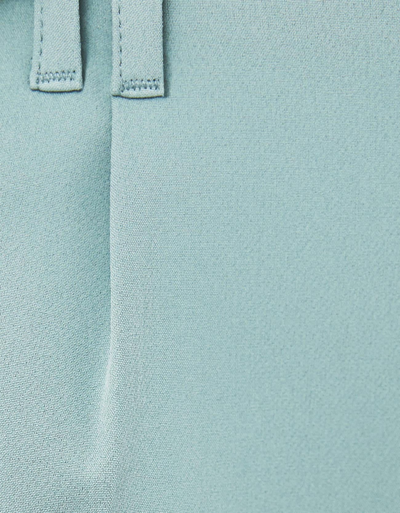 Брюки tailoring с защипами Зеленый Bershka