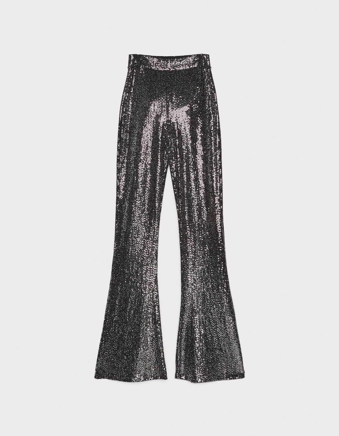 Расклешенные брюки из блестящей ткани. Серебряный Bershka