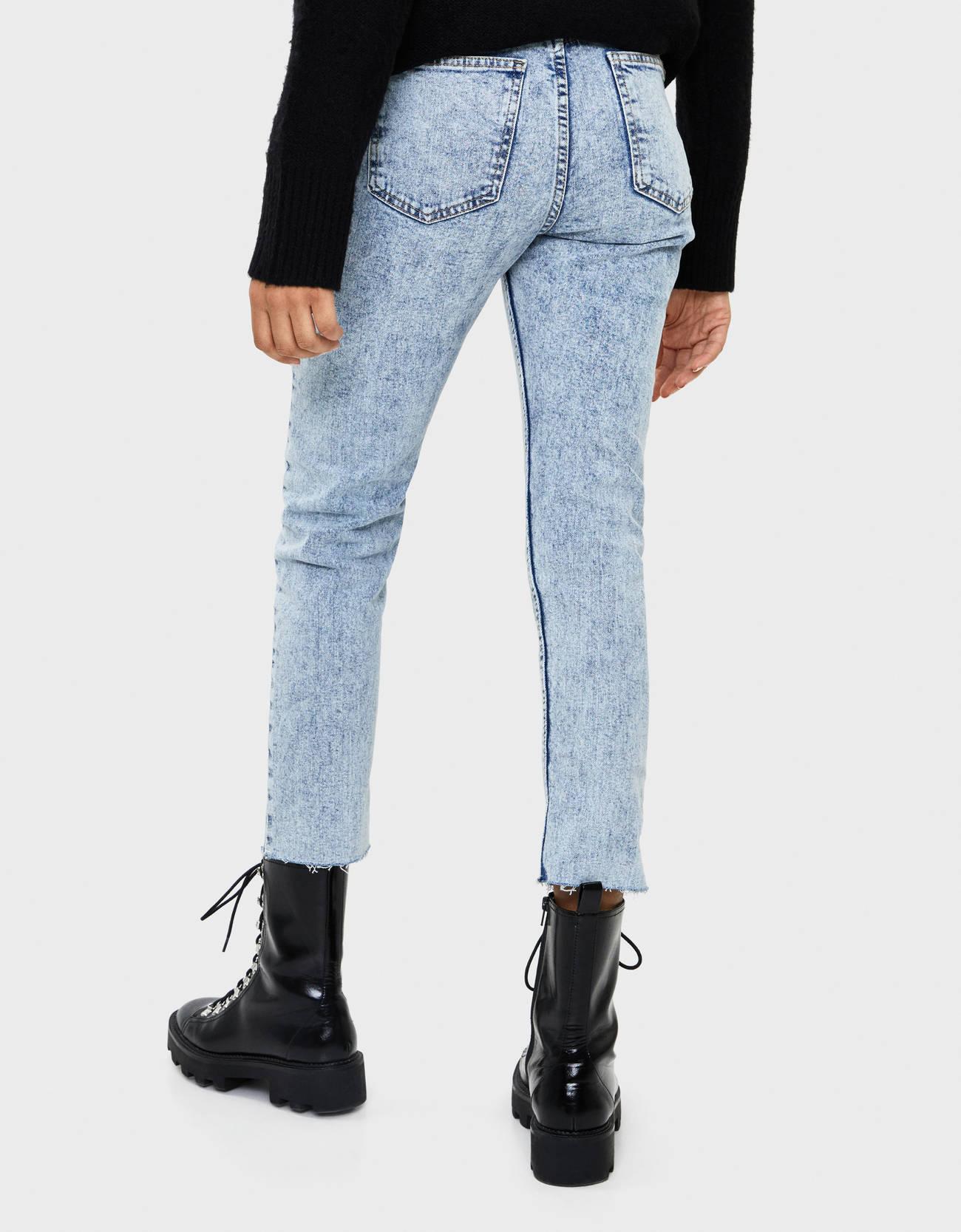 Укороченные джинсы облегающего кроя Голубой Bershka
