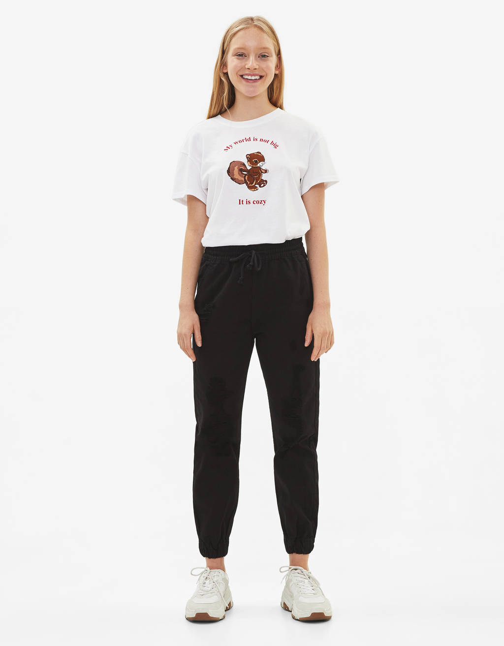 Jogging trousers with tears