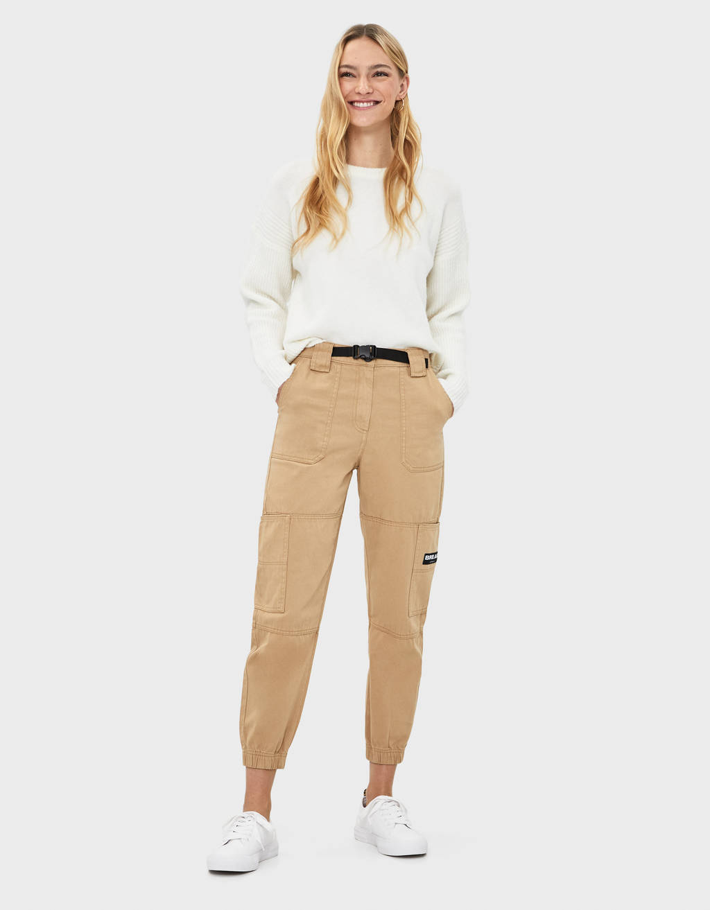 Jogging trousers with buckle