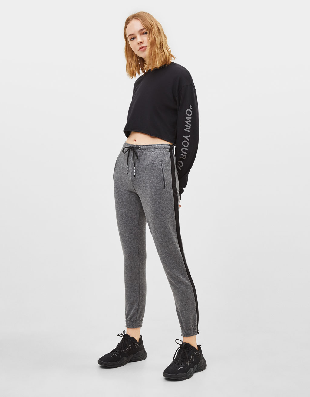 Pantalón jogger con banda lateral