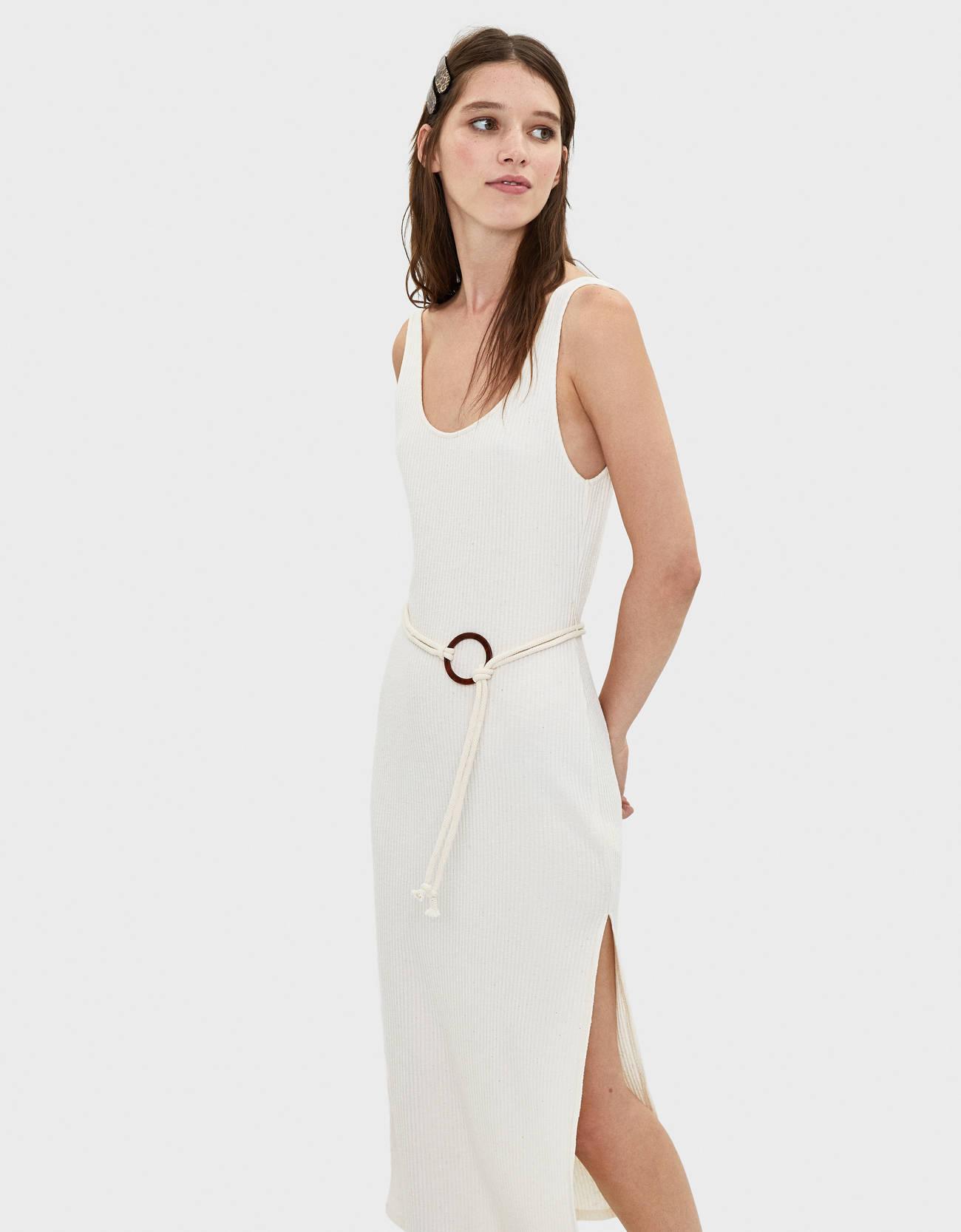 Платье миди с поясом Бежевый Bershka