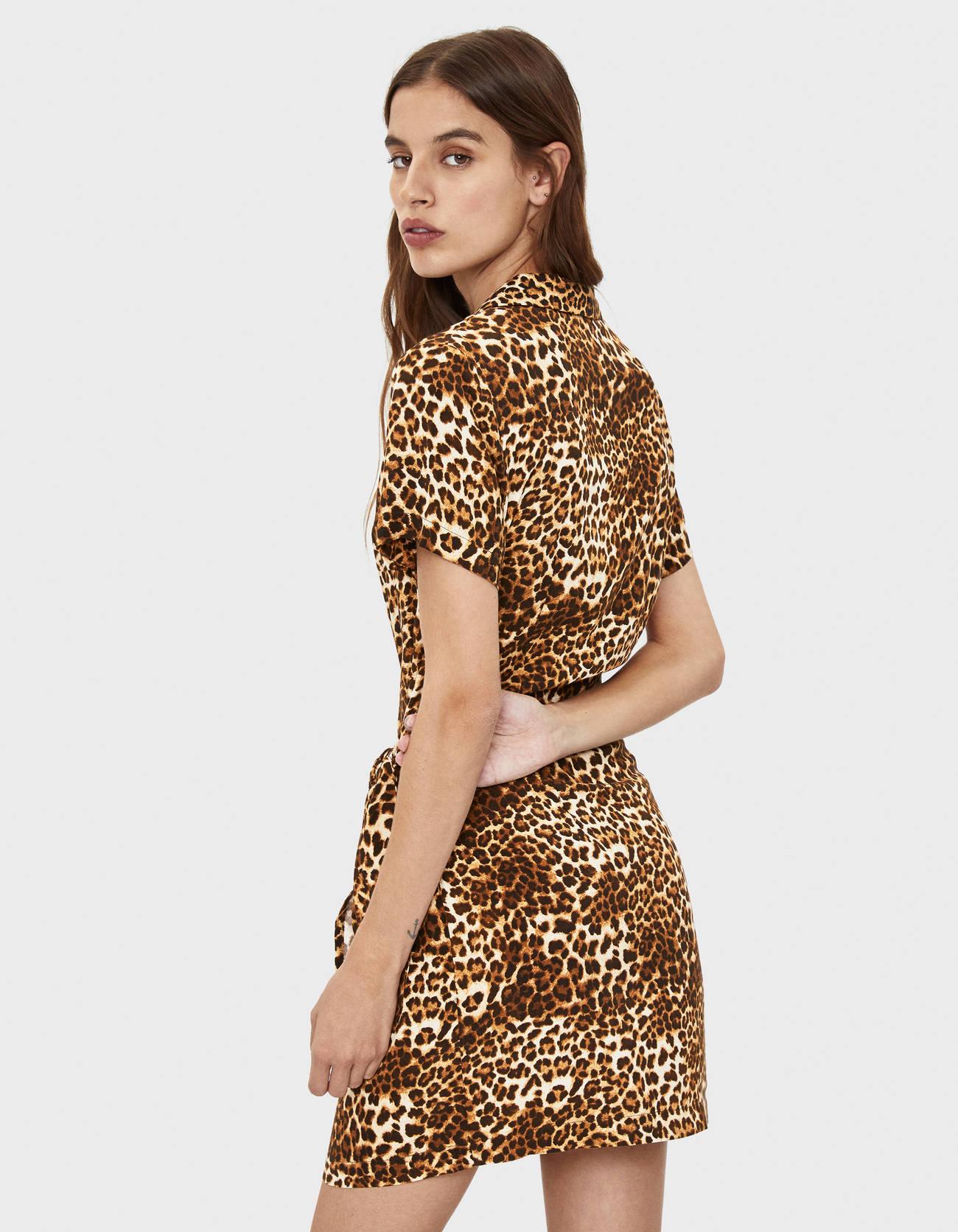 Платье-рубашка с леопардовым принтом Κоричневый Bershka