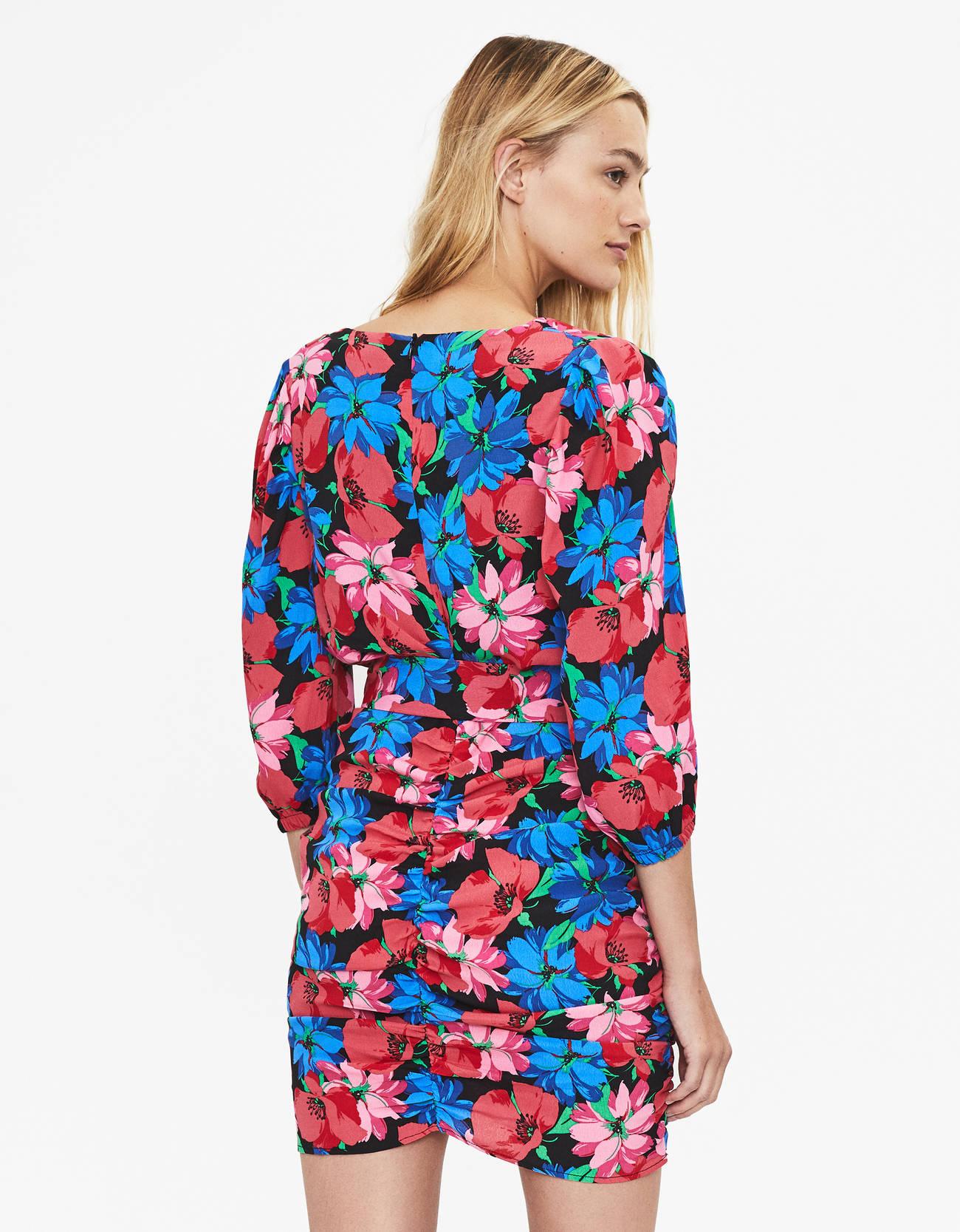 Платье с цветочным принтом и поясом Черный Bershka