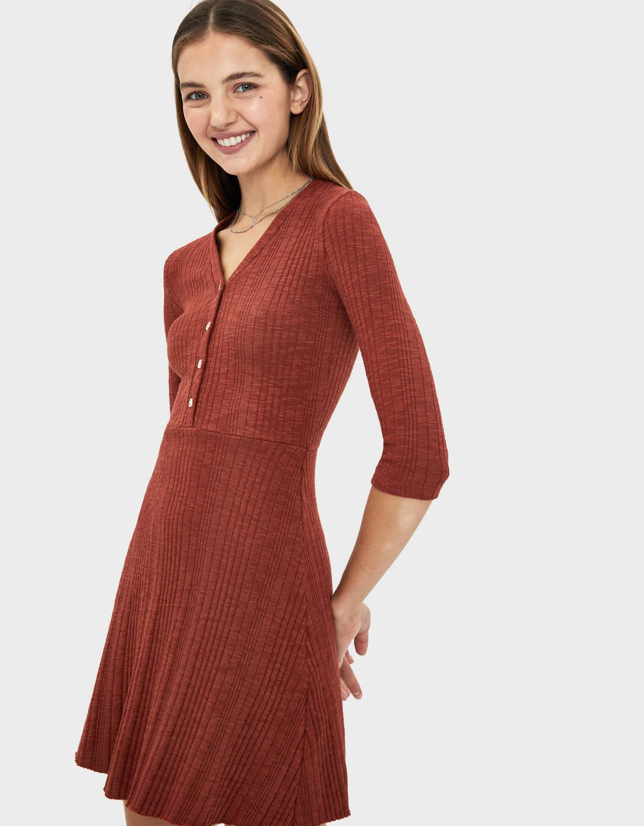 Короткое платье с застежкой на пуговицы Κоричневый Bershka