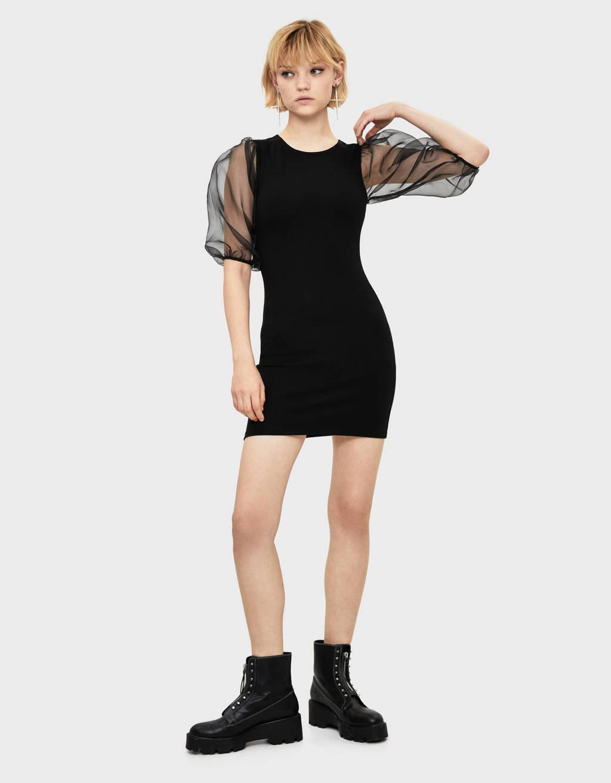 Sukienka z organzy z bufiastymi rękawami