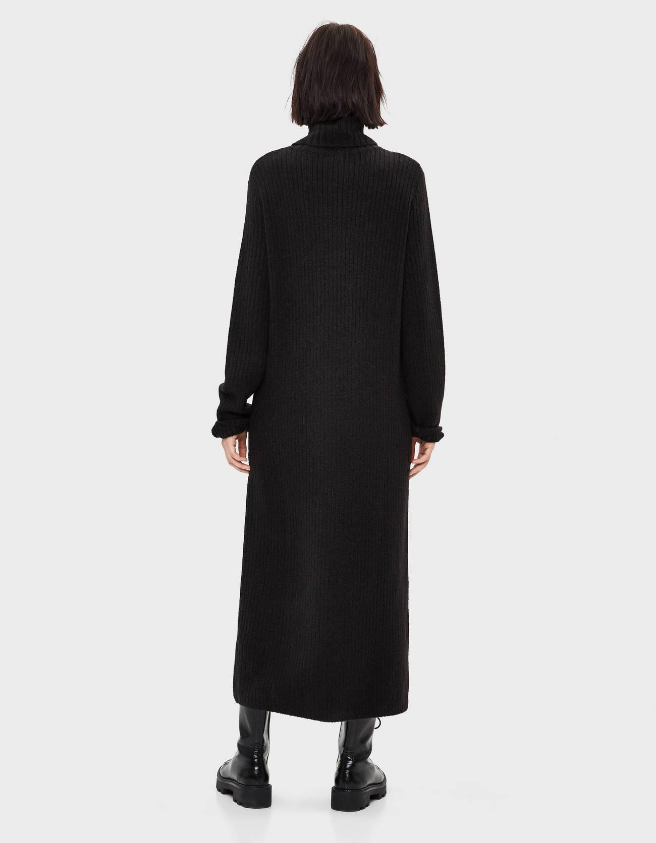 Длинное платье с воротником-стойкой Черный Bershka