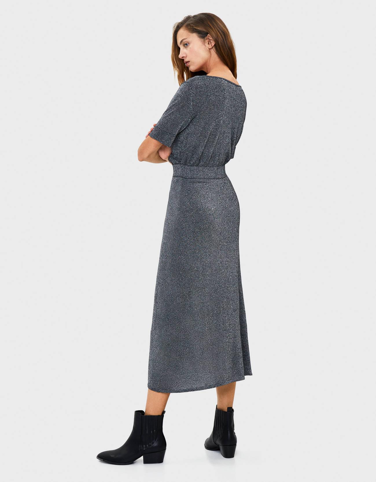 Длинное платье с металлизированной нитью Серый Bershka