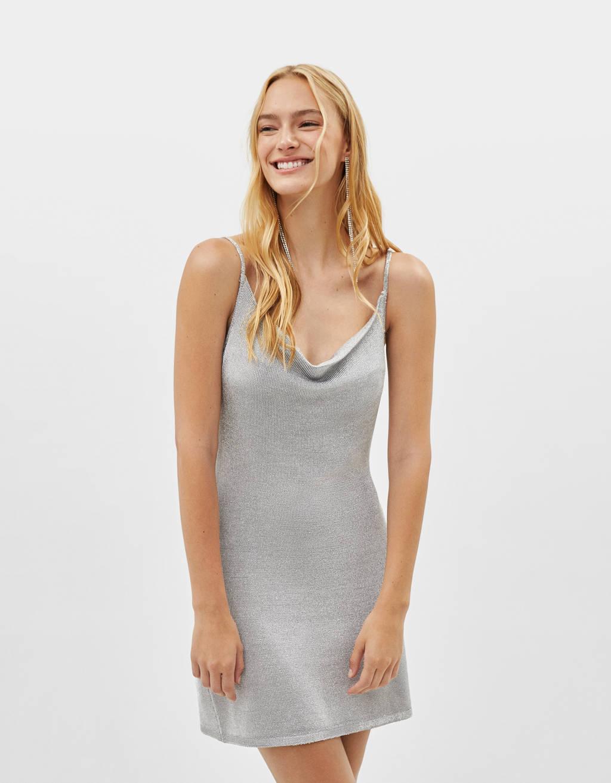 Vestido con hilo metalizado