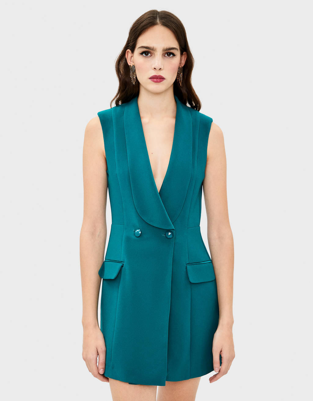 Платье без рукавов с запахом