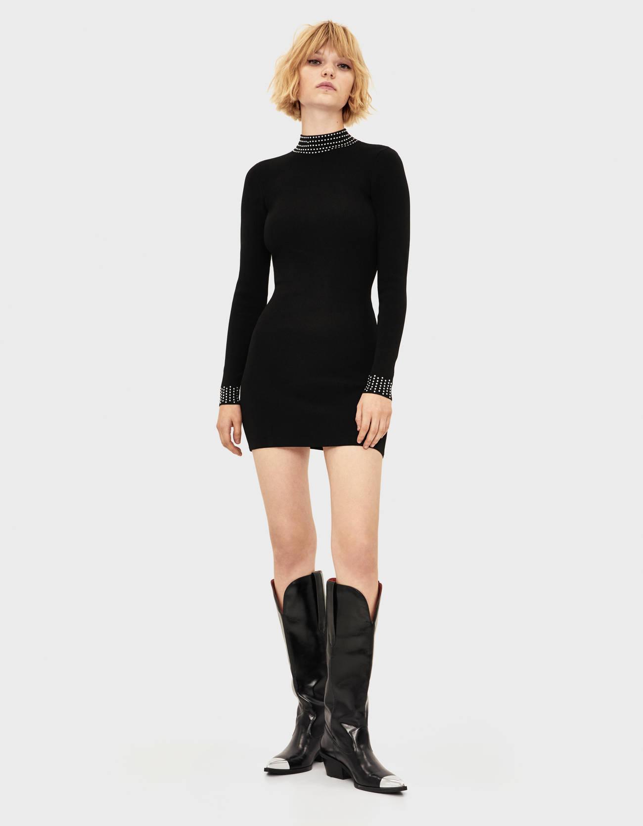 Короткое платье со стразами на воротнике и рукавах Черный Bershka