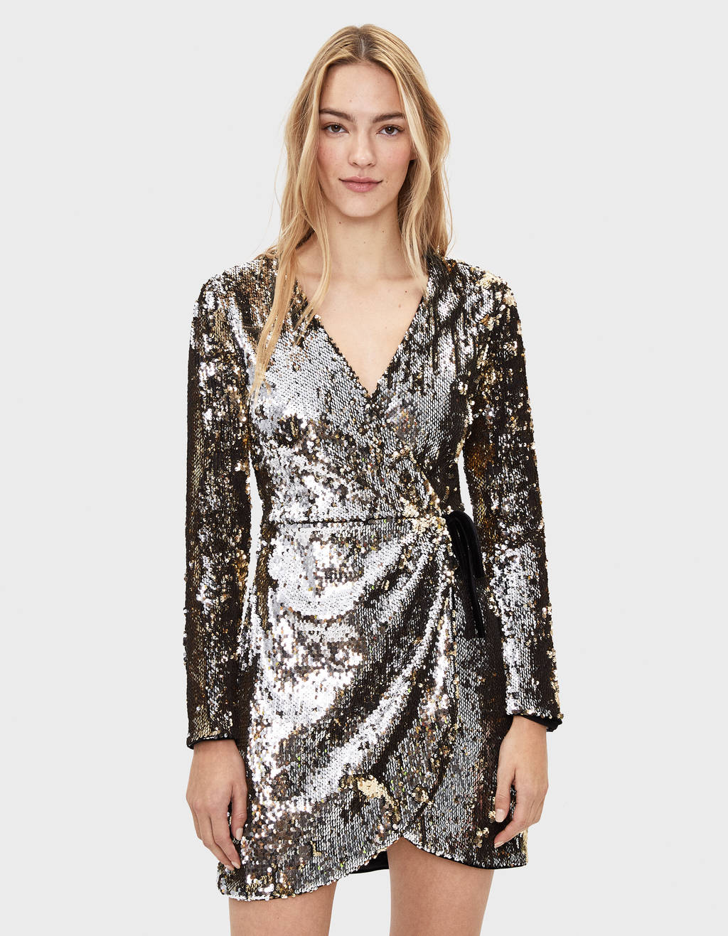 Short dress with sequins