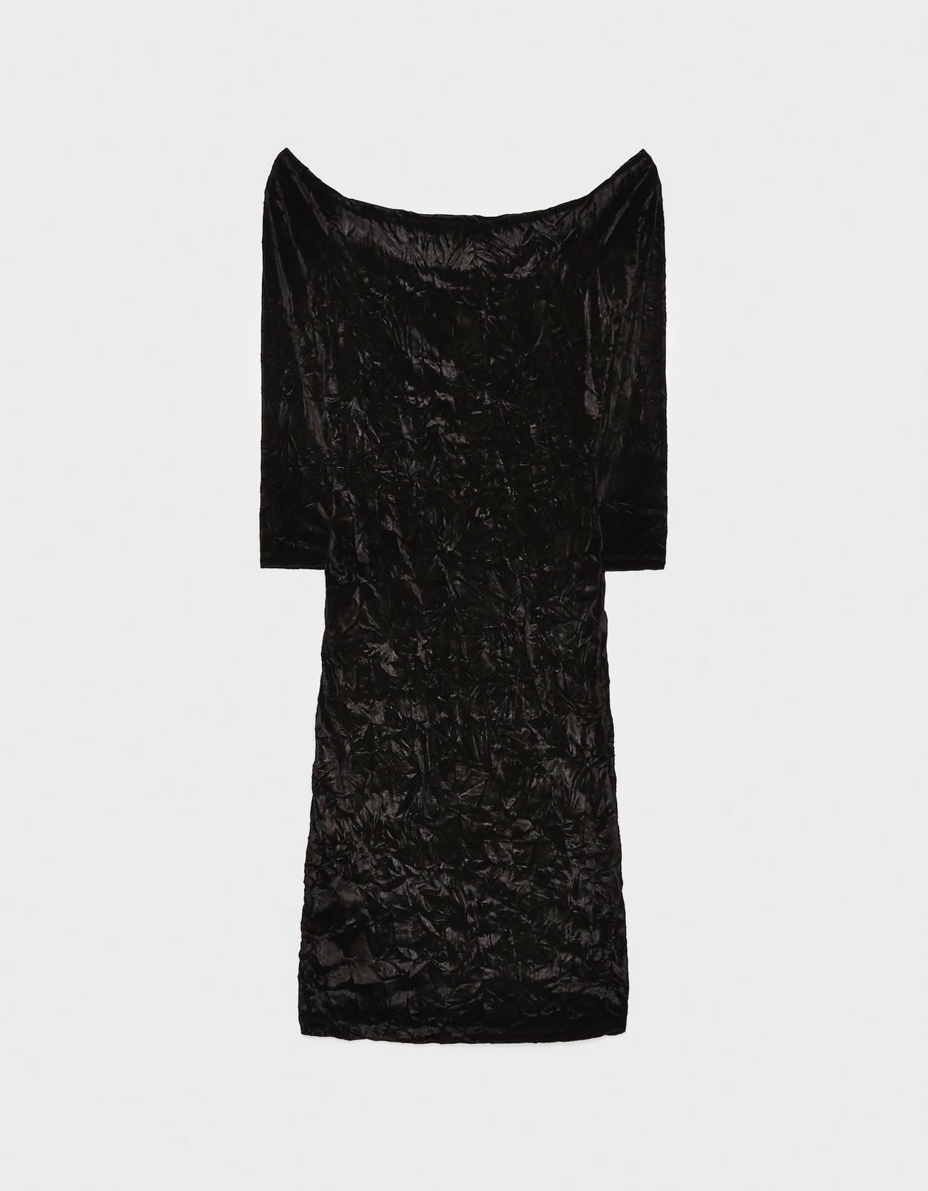 Платье с открытыми плечами и сборкой ЧЕРНЫЙ Bershka