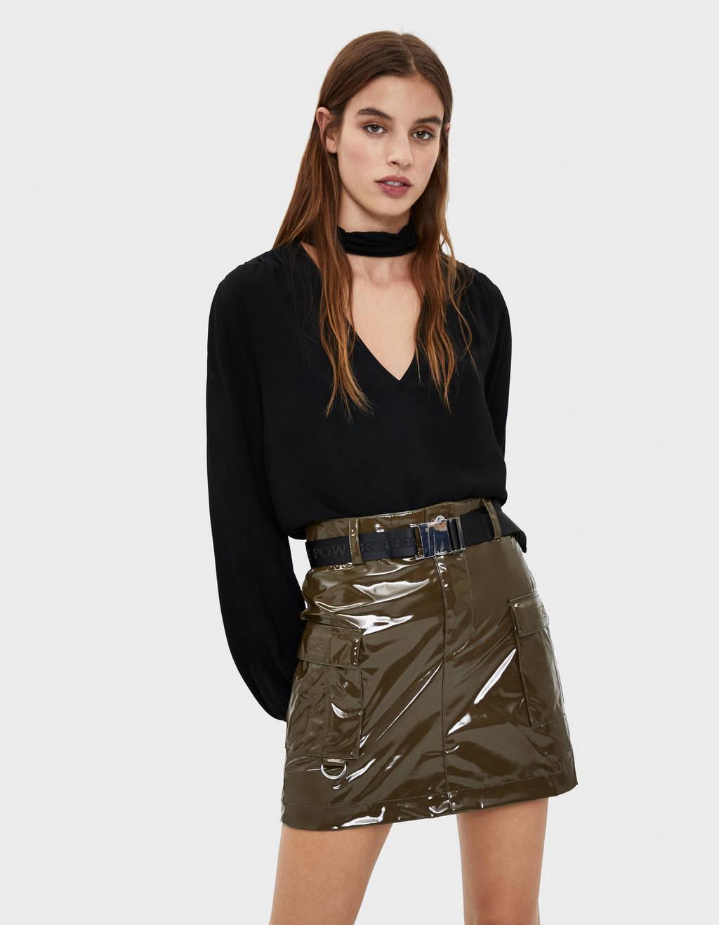 Suknja od vinila s pojasom