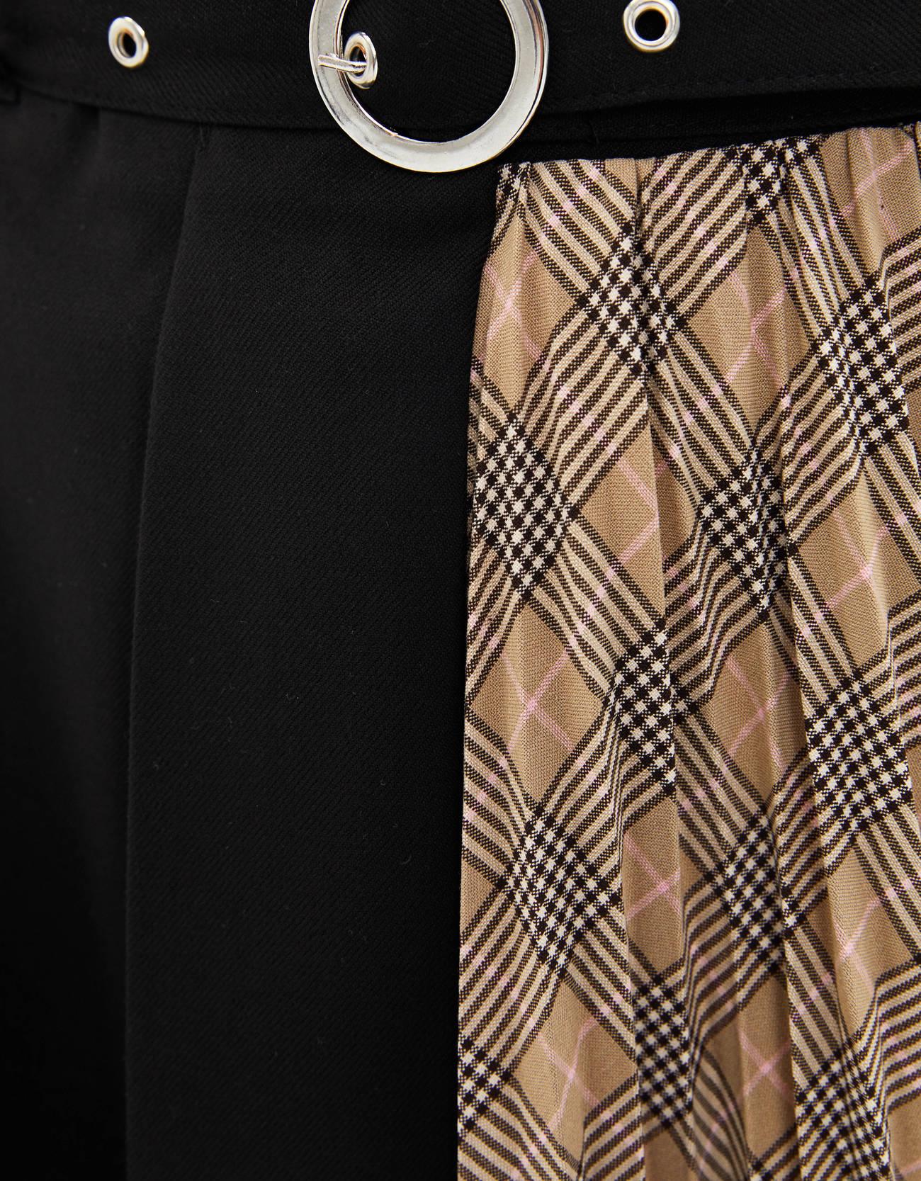 Юбка с плиссировкой в стиле цветовых блоков ЧЕРНЫЙ Bershka