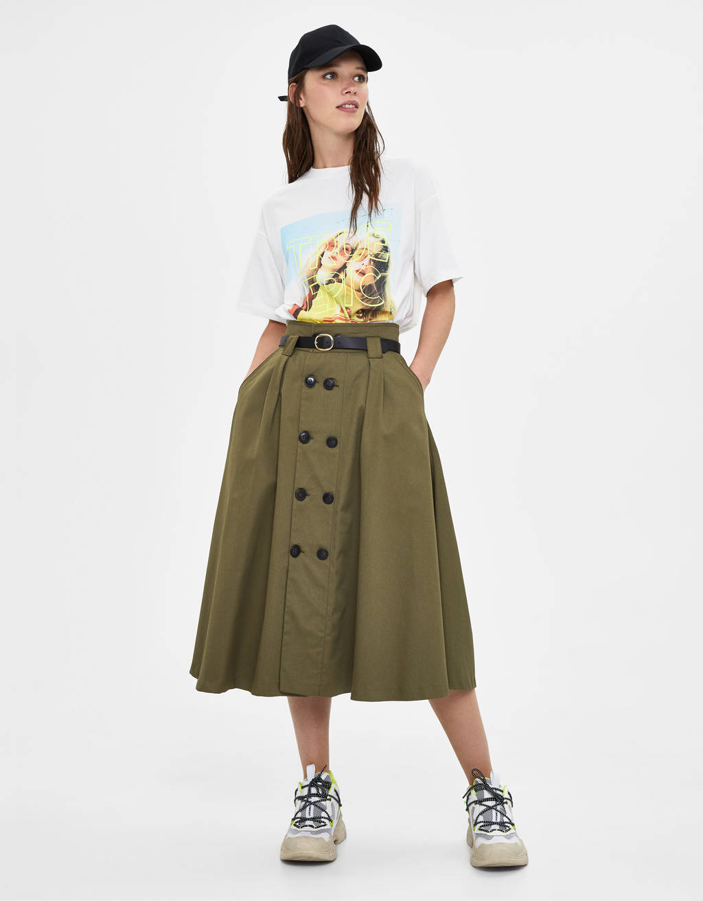 Buttoned skirt with belt