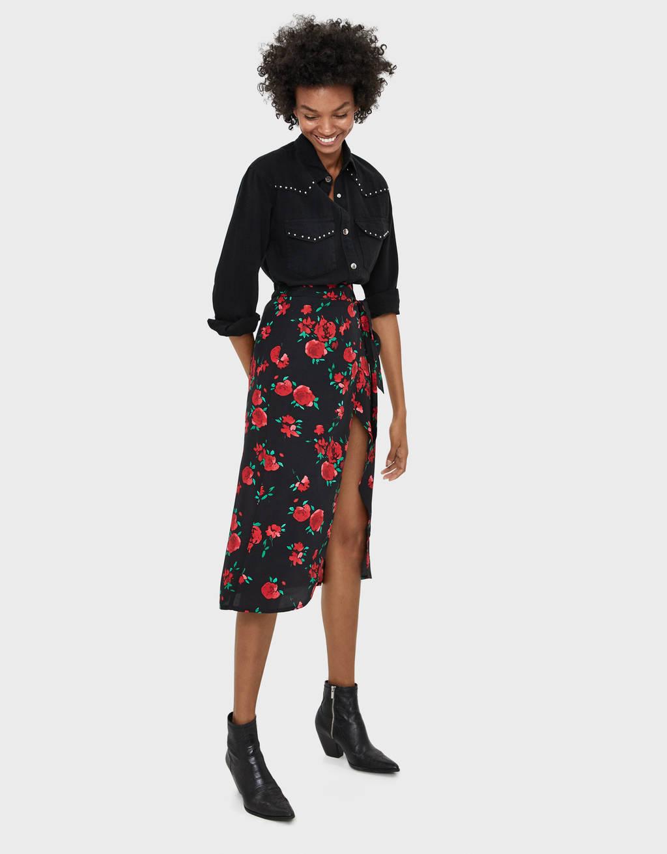 Blomstret midi-nederdel