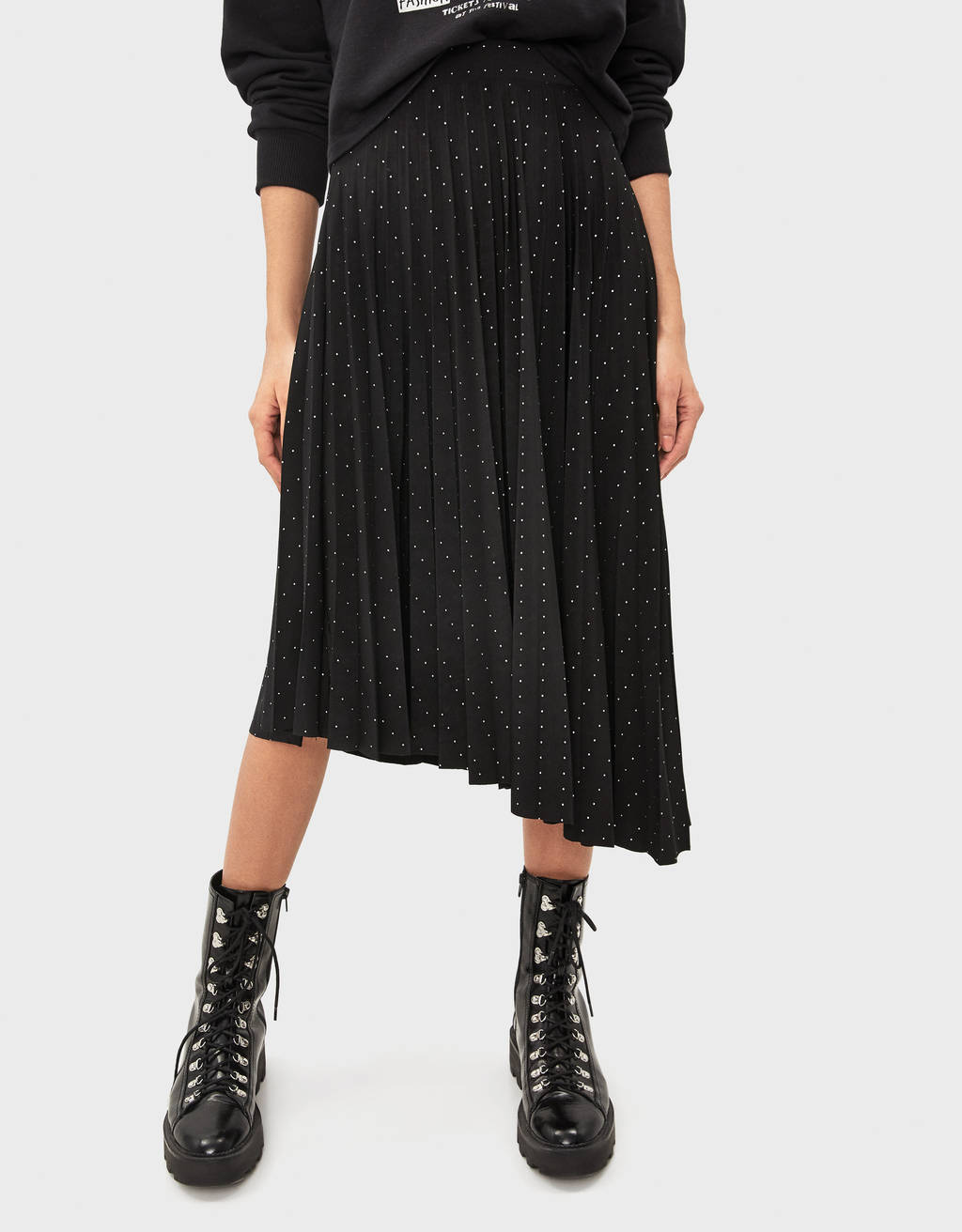 Asymmetric pleated skirt with polka dots