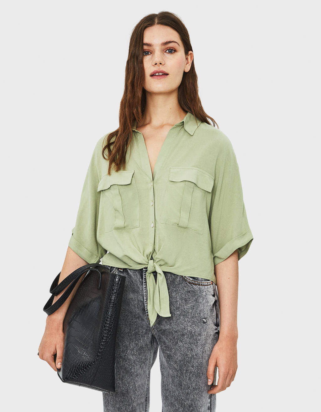 Cropped shirt with knot