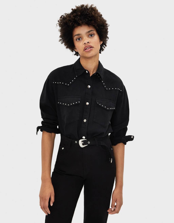 Camisa oversize con tachuelas