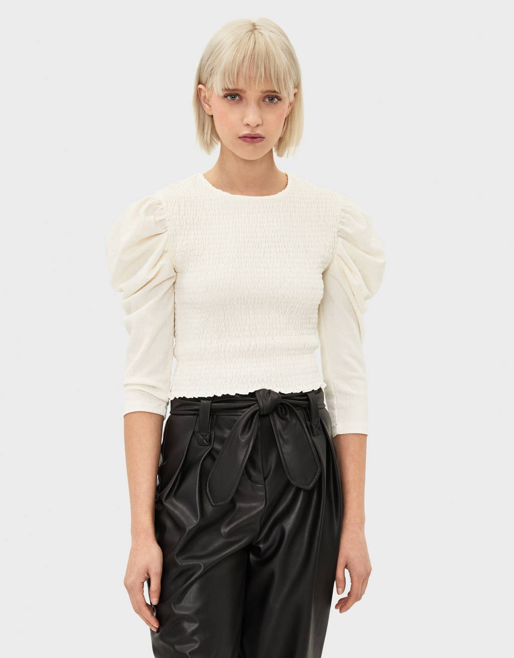 Voluminous blouse with shirred elastic