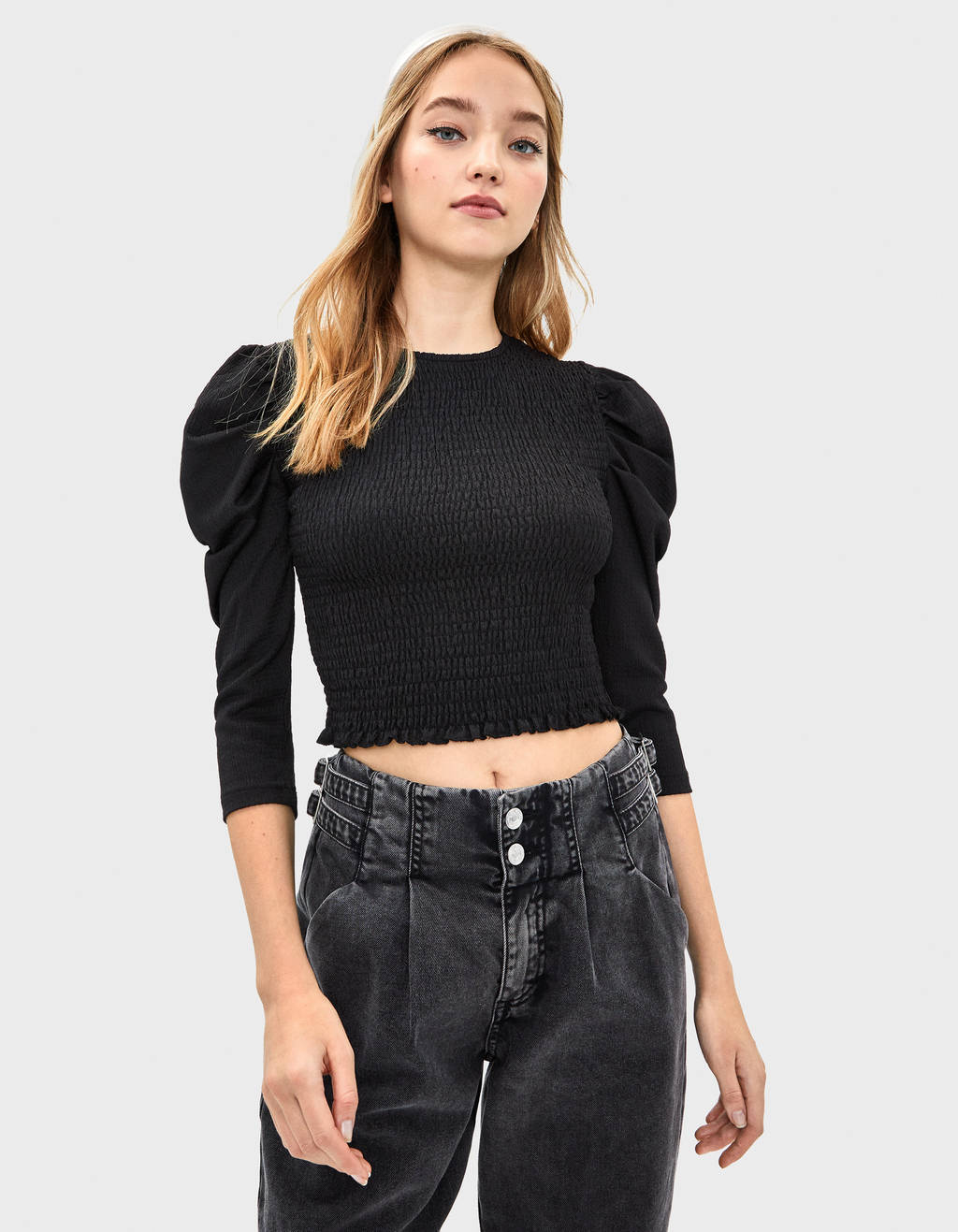 Voluminous blouse with shirred elastic