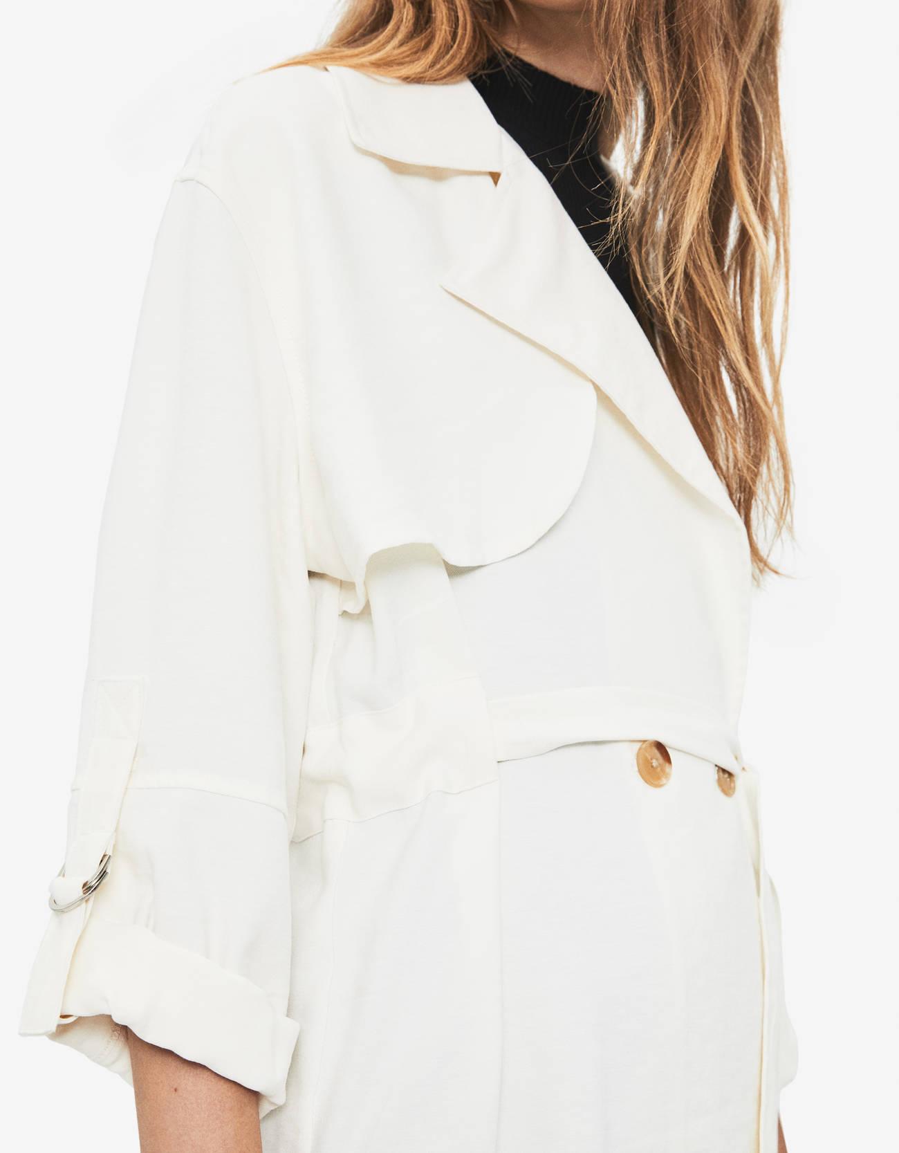 Куртка рубашечного кроя из ткани TENCEL® с поясом Белый Bershka