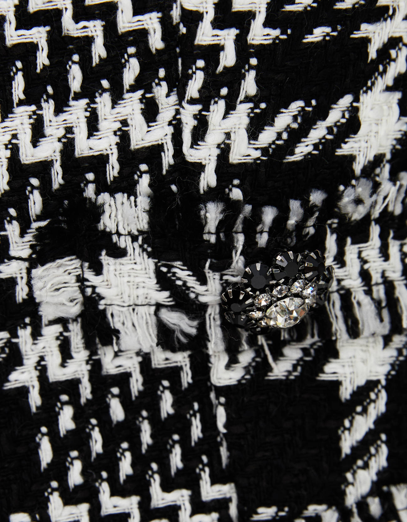 Укороченный блейзер с узором «гусиная лапка» ЧЕРНЫЙ Bershka