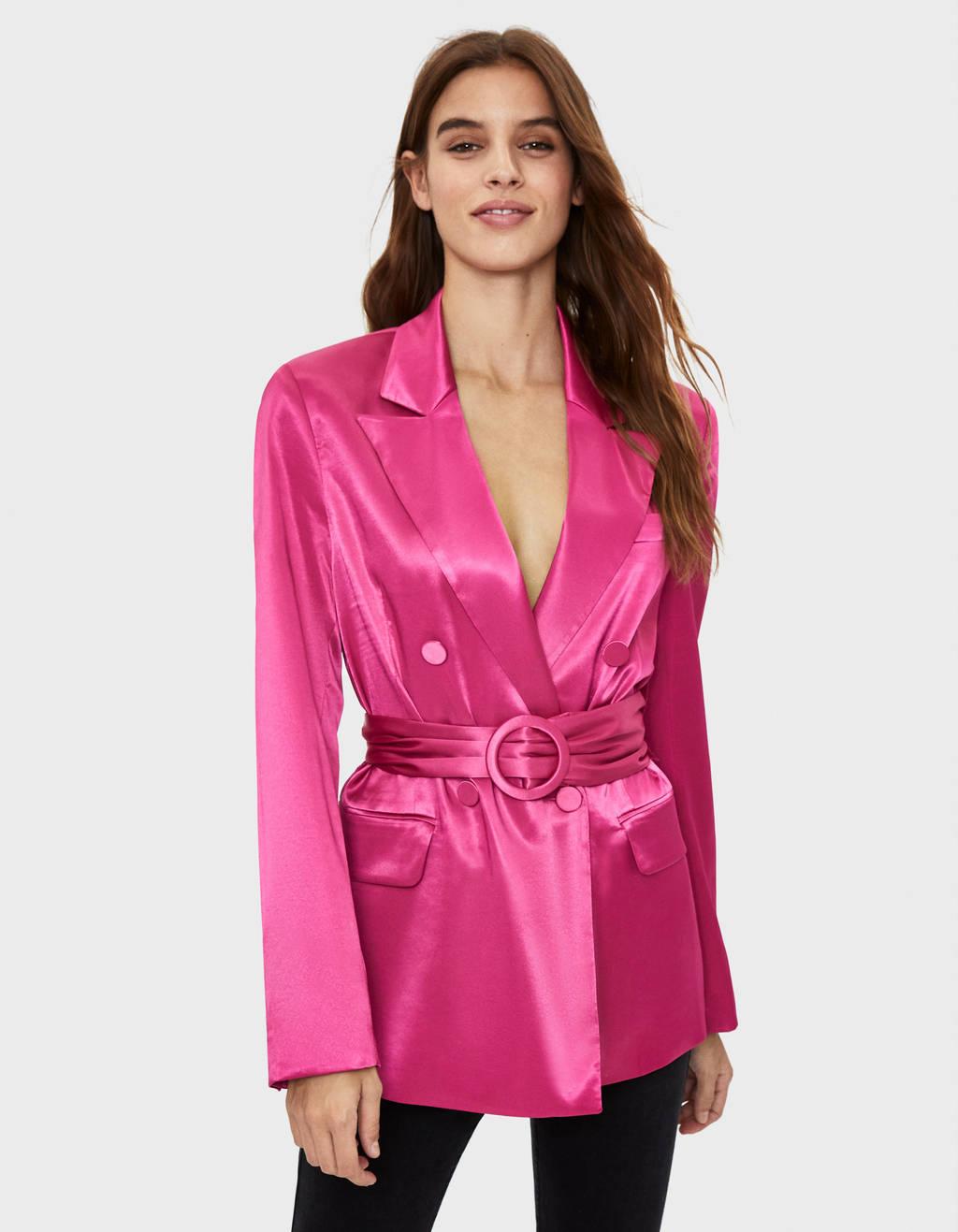 Veste tailleur satinée avec ceinture