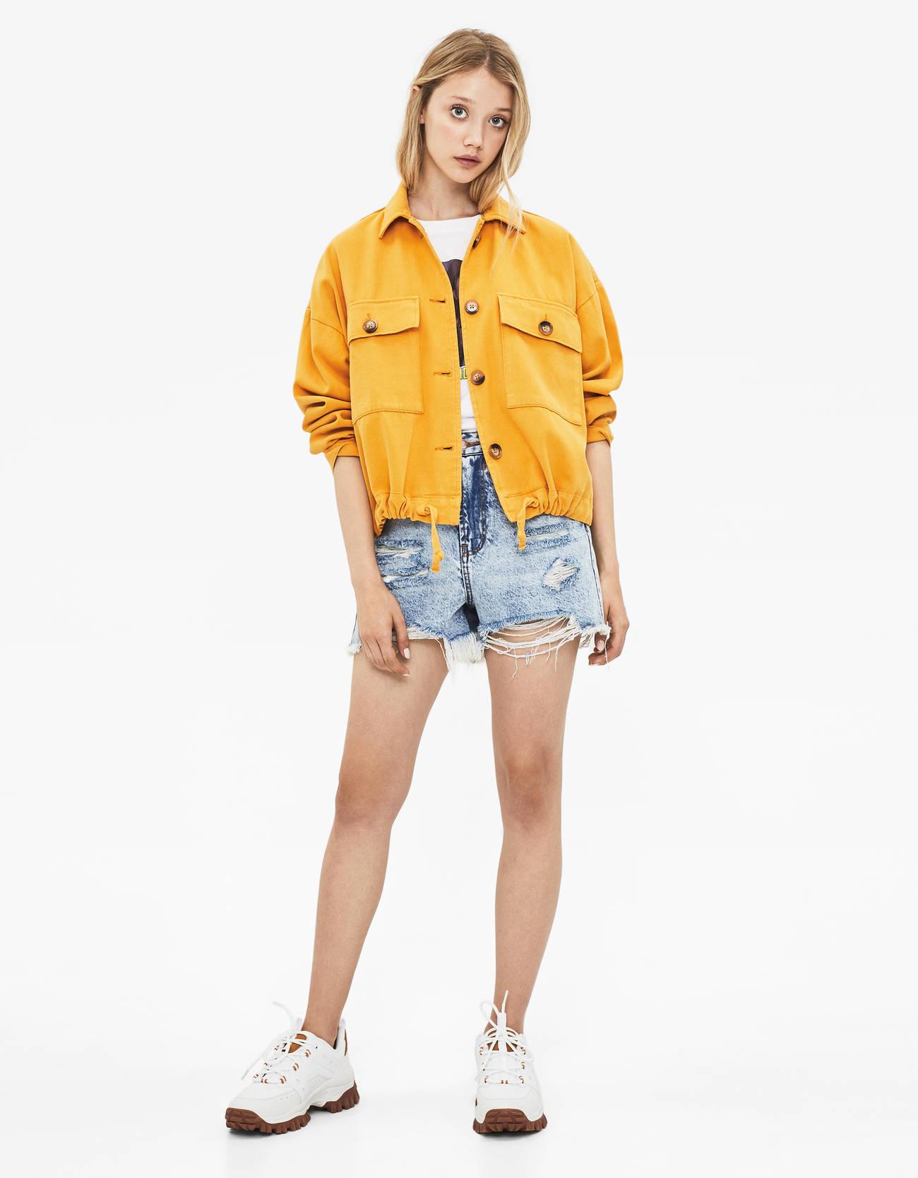 Укороченная джинсовая куртка Горчичный Bershka