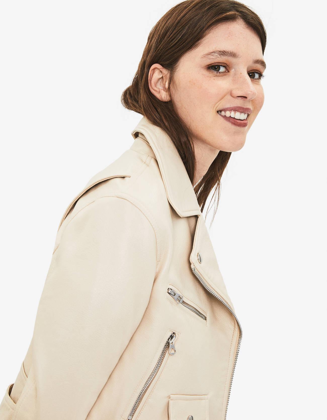 Куртка в байкерском стиле, из искусственной кожи Бежевый Bershka