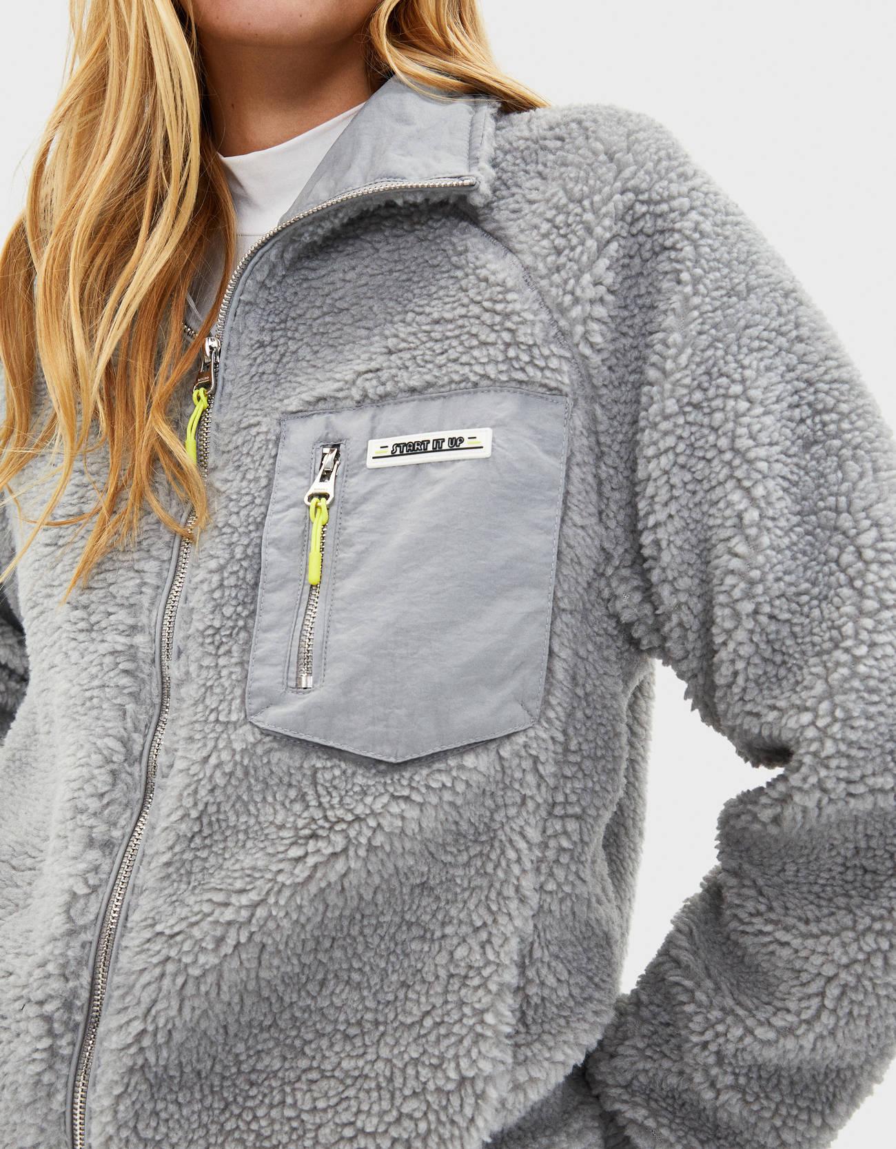 Куртка из искусственной овчины СЕРЫЙ Bershka